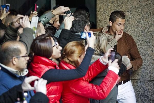 RONALDO PRESENTS HIS WAX FIGURE IN MADRID