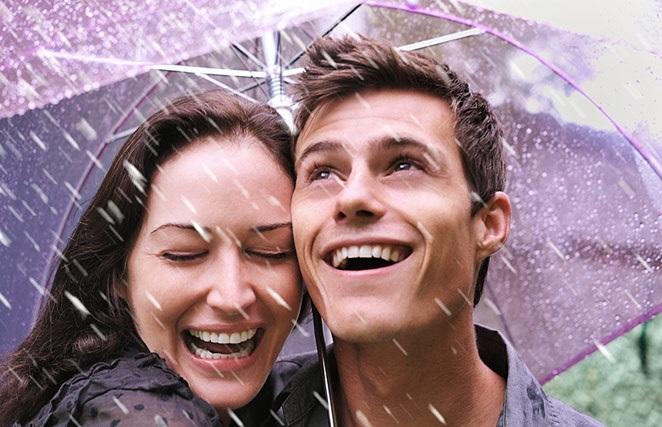 couple-umbrella-rain-laughing