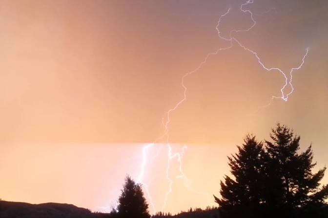 kamloops-lightning1
