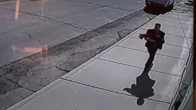 Kidnapping attempt in broad daylight caught on video