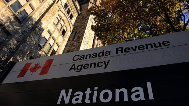 CRA phone scam uses fear of tax man to swindle 'not so smart' Canadians