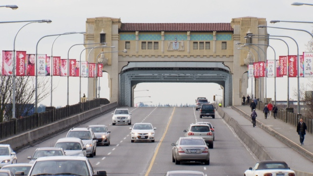 burrard-street-bridge-vancouver-feb-2-2014