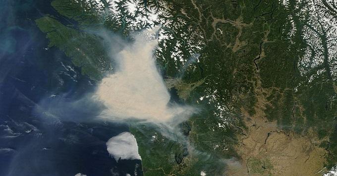 تصویر ناسا از دود ناشی از آتش سوزی در جنوب بریتیش کلمبیا