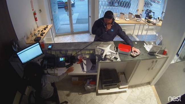 Wallet stealing thief caught on camera at Vancouver store
