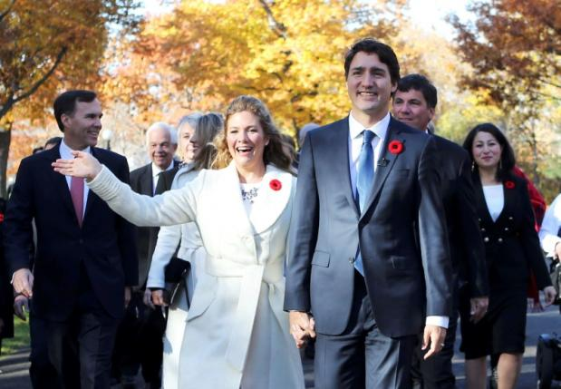 Incoming Prime Minister Justin Trudeau and his wife Sophie Gregoire arrive with his cabinet before his swearing-in ceremony at Rideau Hall in Ottawa November 4, 2015. REUTERS/Chris Wattie