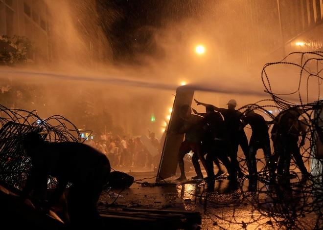 درگیری فعالان مدنی لبنان با نیروهای پلیس ضدشورش