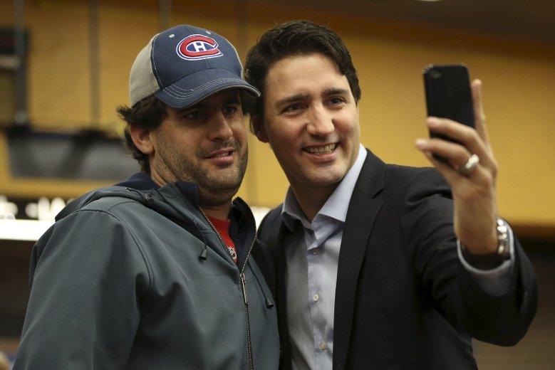 سلفی با یکی از مسافران مترو مونتریال در اکتبر 2015