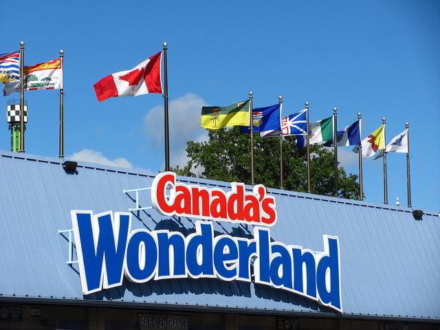 Canadas-Wonderland-entrance