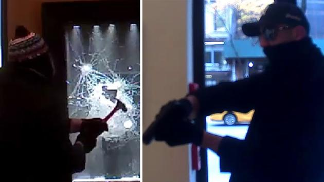 2-use-gun-claw-hammer-to-smash-glass-in-violent-manhattan-jewelry-store-robbery