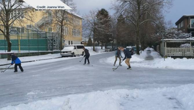 video-shows-vancouver-residents-playing-ice-hockey-on-city-streets