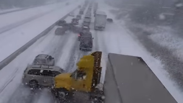hwy-401-crashes-video-pile-up-100-vehicle