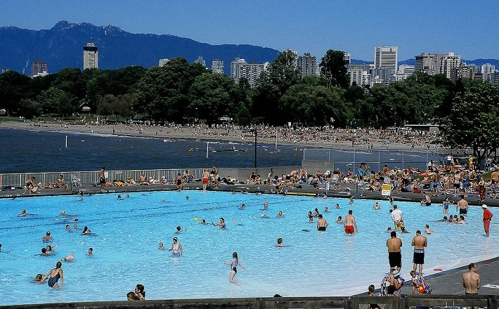 Popular Kits Pool during the day