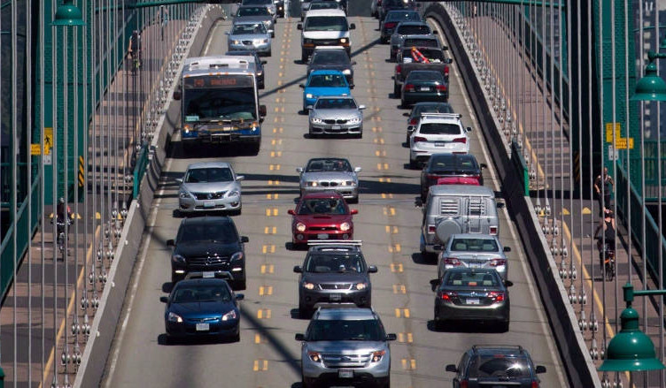 lions-gate-bridge-north-vancouver-traffic