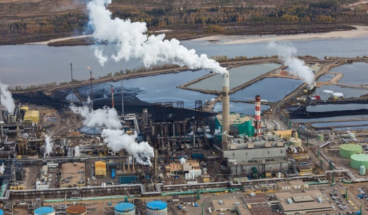 Alberta considers cutting oil production