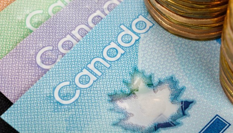 Canadian-dollars-860x430