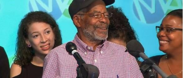 سهم بزرگ نوه ها و فرزندان پدربزرگ سخاوتمند انتاریویی از 30 میلیون دلار جایزه لاتاری(فیلم)