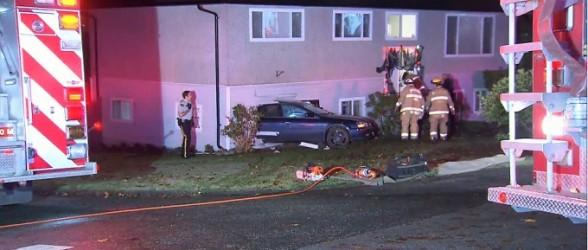 خودرو سواری پس از تیراندازی وارد اتاق خواب دختر جوان در برنابی شد