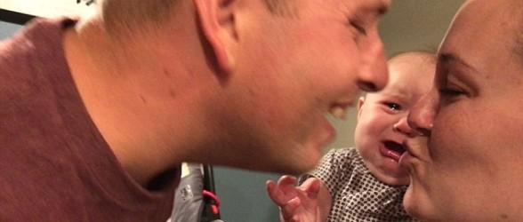 این دختر بانمک دوست ندارد پدر و مادر همدیگر را ببوسند(فیلم)