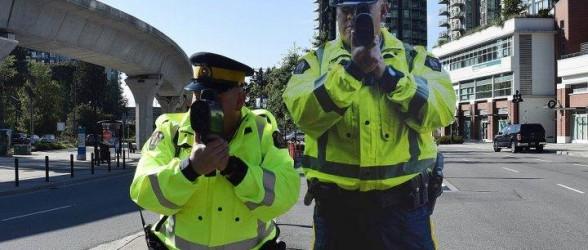 رونمایی از «پلیس های مقوایی»در بریتیش کلمبیا برای کنترل ترافیک(فیلم)