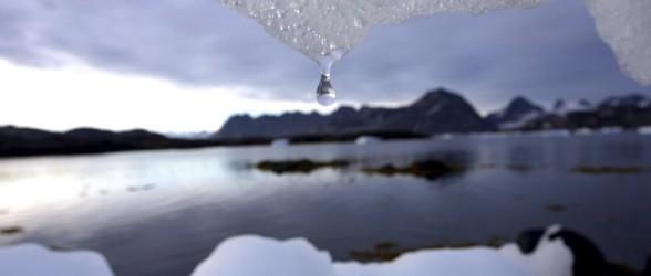 سرقت آب گران قیمت کوه یخ در شرق کانادا