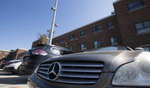 صاحبان خودروهای 70 هزار دلاری در پارکینگ مجتمع افراد کم درآمد تورنتو  چه کسانی هستند؟