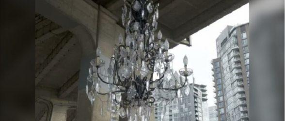 رونمایی از لوستر 4.8 میلیون دلاری زیر پل خیابان گرنویل در ونکوور