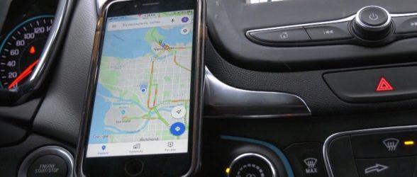 راننده ونکووری که تلفن همراهش  را در خودرو «نصب» کرده بود، در دادگاه از پرداخت جریمه معاف شد!