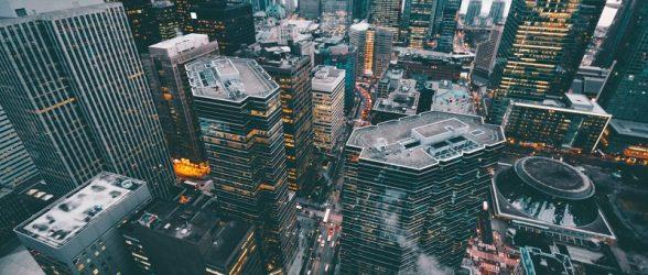 متوسط درآمد اهالی تورنتو و ونکوور در حال کاهش است