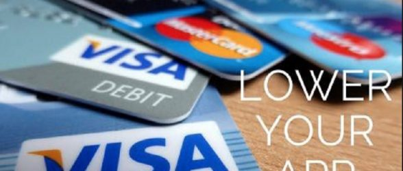 چهار بانک بزرگ کانادا نرخ بهره کارتهای اعتباری را برای برخی از مشتریان کاهش می دهند