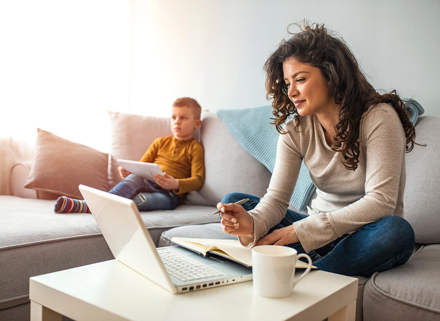 صدها هزار کانادایی ممکن است به خاطر دور کاری از خانه در دوران پاندمی تخفیف مالیاتی بگیرند