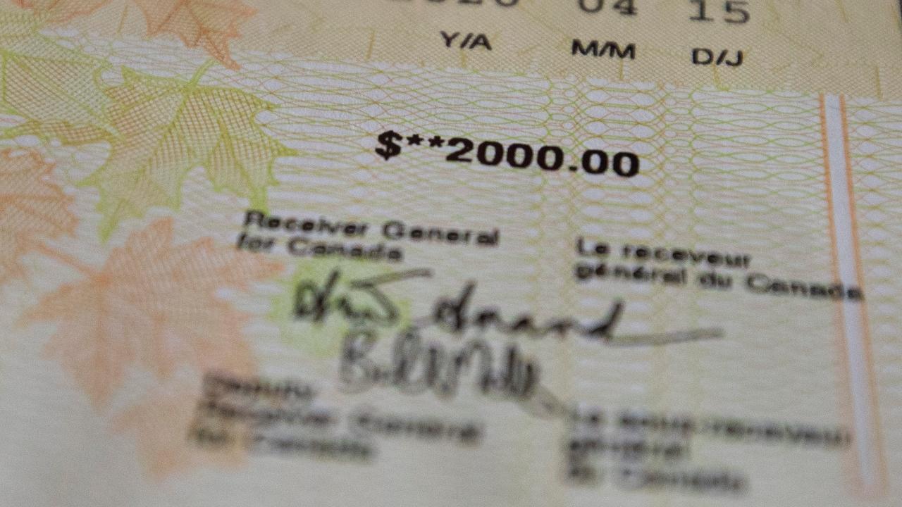 اختلاف نظر شدید کاناداییها درباره پایان پرداخت کمک مالی 2000 دلاری از سوی دولت