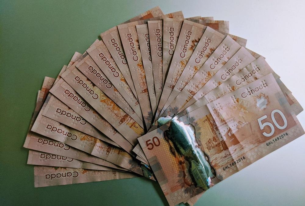 ادامه پرداخت کمک مالی 2000 دلاری موجب رونق اقتصاد کانادا می شود یا مرگ آن ؟