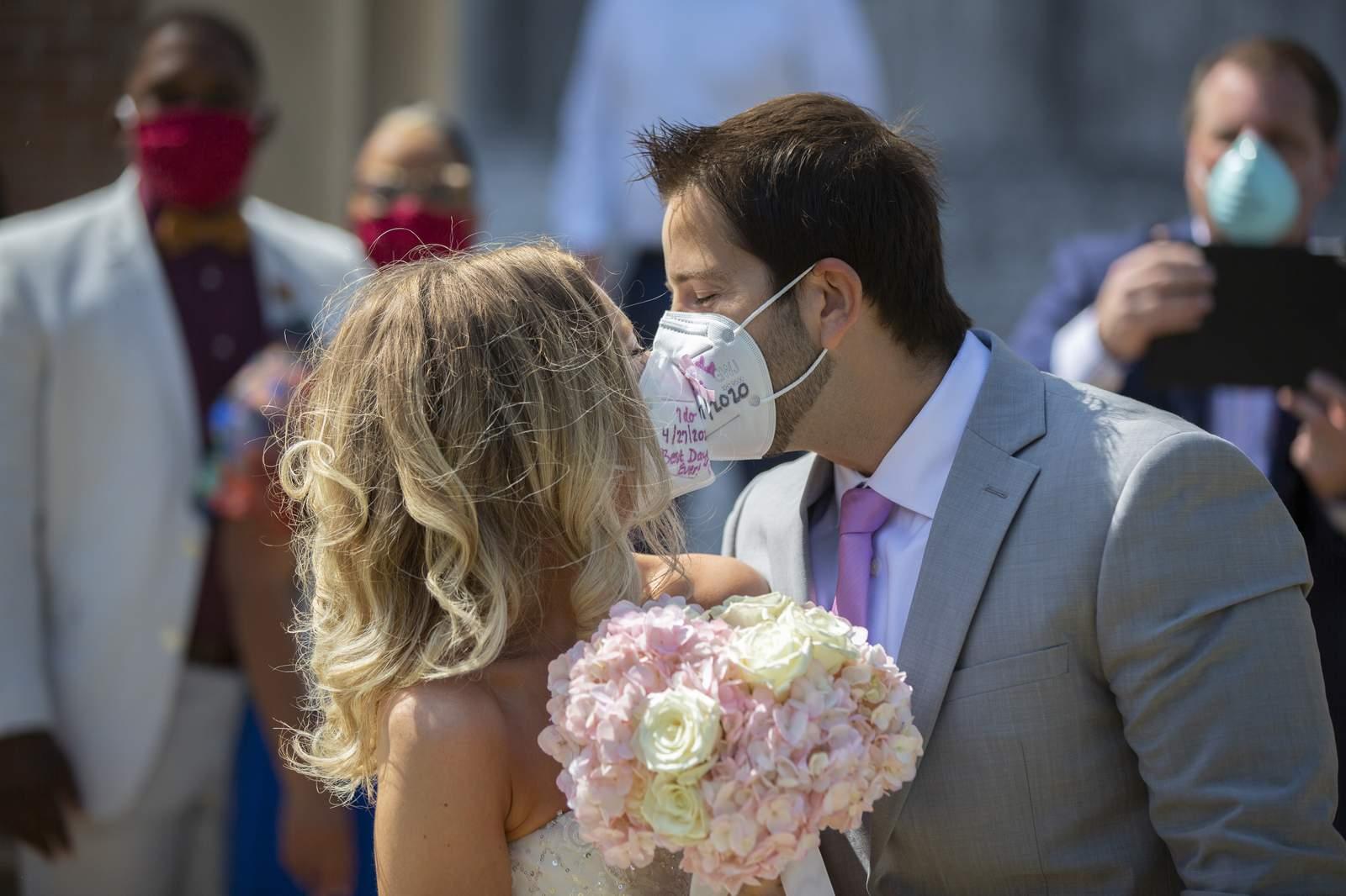 یک عروسی در کلگری باعث ابتلای دست کم 49 نفر به کووید-19 شد