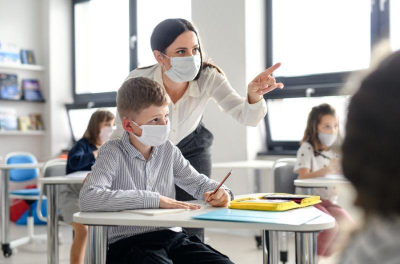 درخواست هزاران تن از والدین برای شفافیت آمار کووید19 در مدارس بریتیش کلمبیا