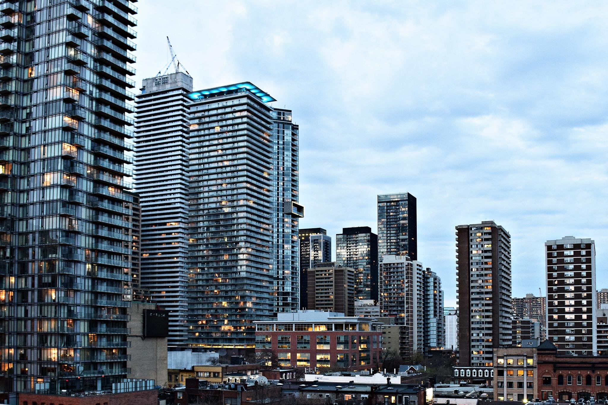 تلاش کم نتیجه سرمایهگذاران تورنتویی برای فروش کاندوهای خریداری شده پیش از پاندمی