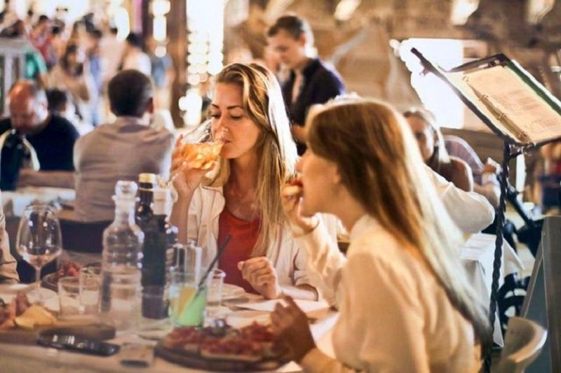 رستورانهای انتاریو پس از دور جدید محدودیتهای کووید-19،خواستار انتشار علنی دلیل این تصمیم از سوی دولت استانی شدند