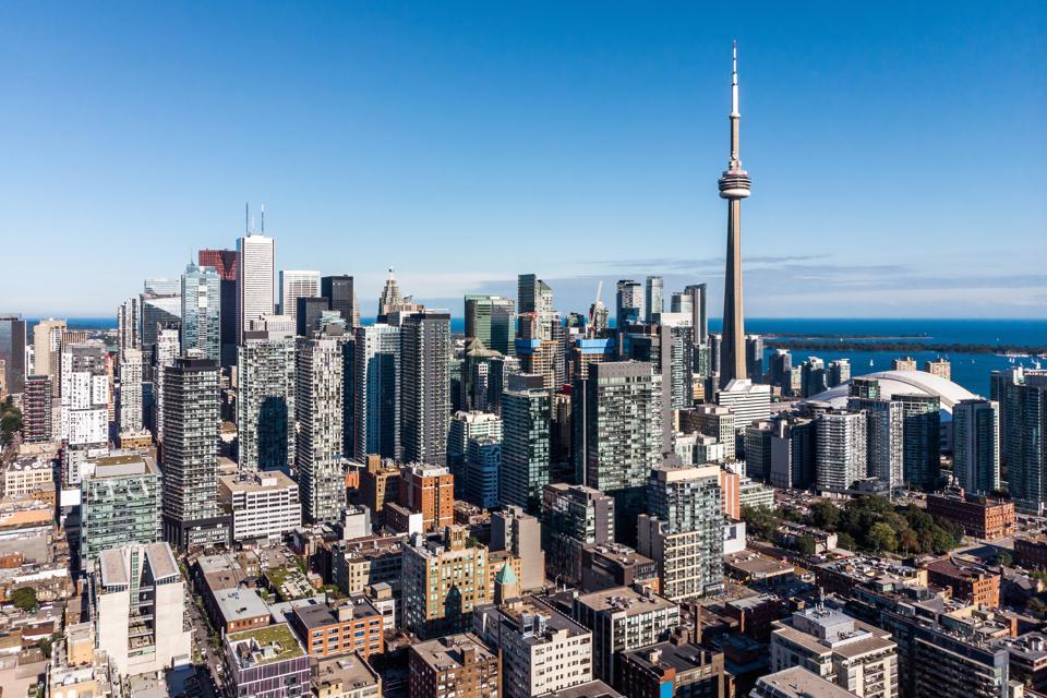 شهرداری تورنتو سرانجام به فکر دریافت مالیات از مالکان خانههای خالی افتاد