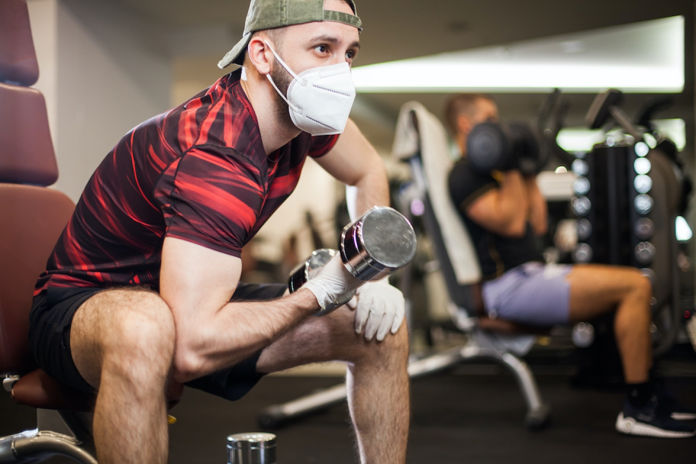 اختلاف نظر بر سر ماسک در سالن ورزشی ونکوور یک نفر را با سر خونین راهی بیمارستان کرد