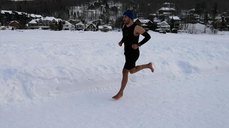 رکورد جهانی نیمه ماراتن در دریاچه یخ زده کبک شکست … آنهم با پاهای برهنه!