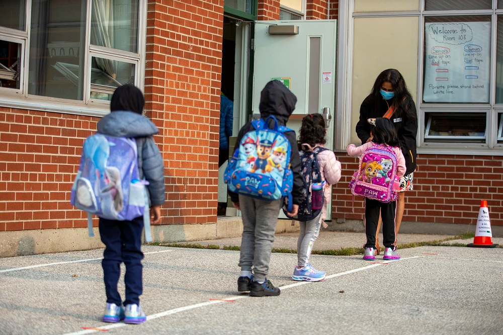 به گفته یک کارشناس بیماریهای عفونی افزایش شیوع کووید مدارس انتاریو را دوباره به تعطیلی میکشاند