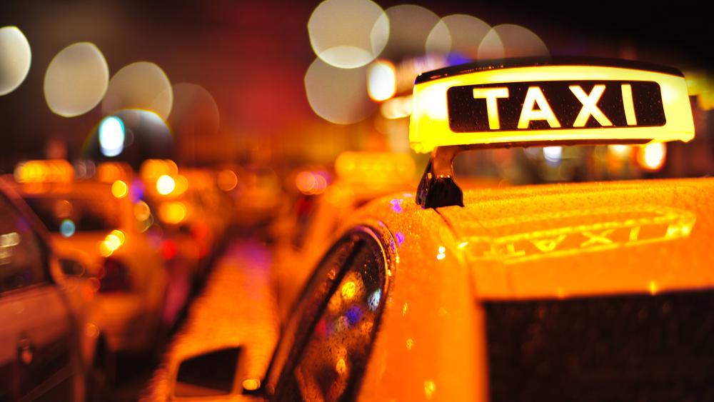 فرار کانادایی ها از قرطینه 2000 دلاری ،بیزینس تاکسی های آمریکایی را در مرز دو کشور رونق داده