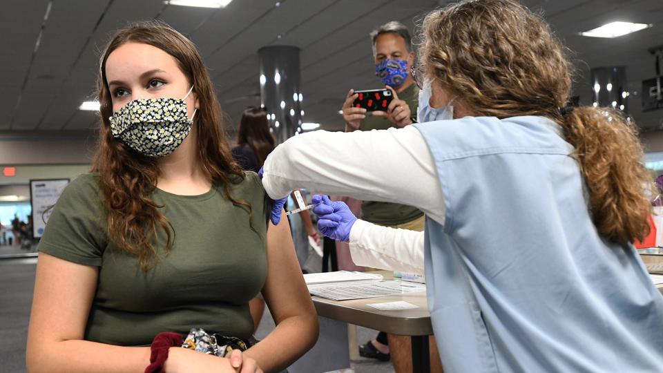 اکثریت کانادایی ها مخالف بازگشت دانش آموزان و دانشجویان واکسینه نشده به کلاسها هستند