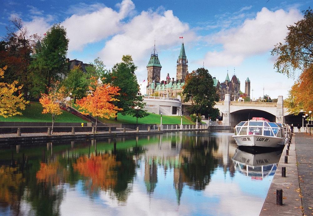 معرفی یک شغل تابستانی که 20،000 دلار برای سفر در سراسر کانادا به شما پرداخت می کند
