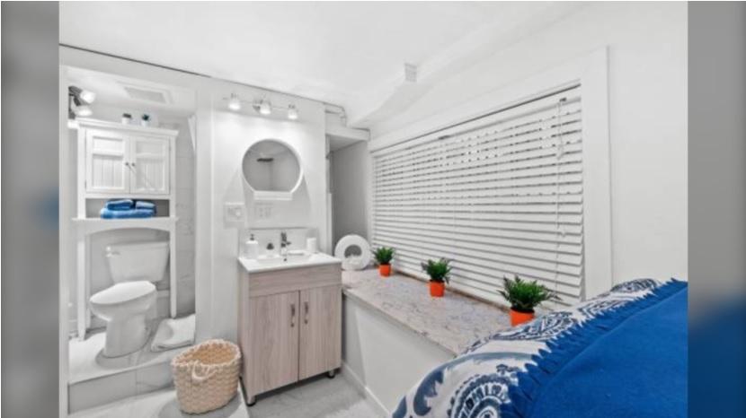 اجاره یک حمام با تختخواب تحت عنوان «میکرو استودیو»در ونکوور  به قیمت 680 دلار در ماه !!