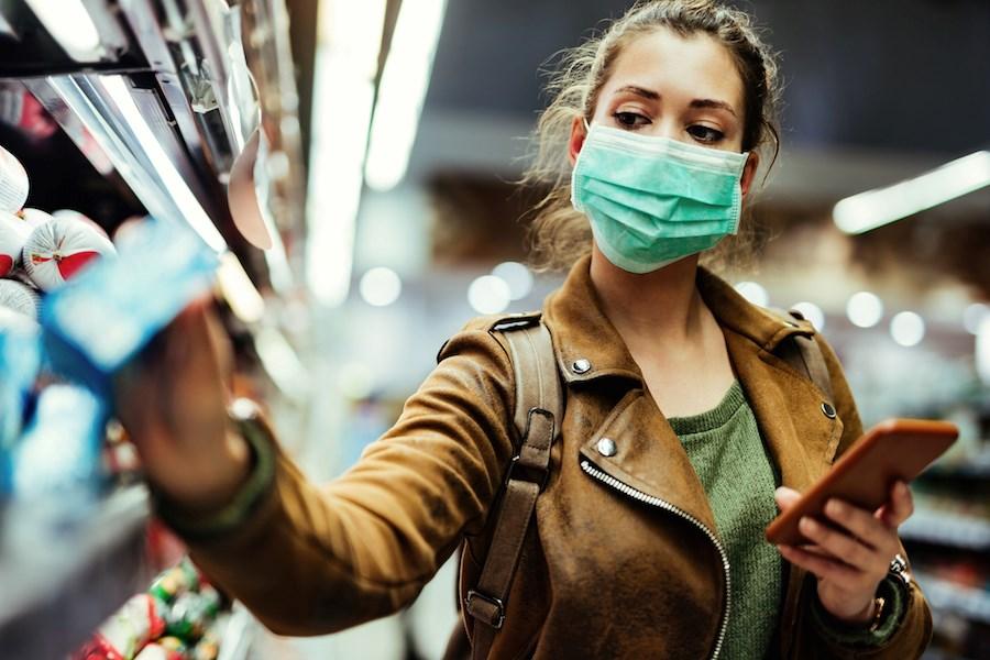 آلبرتا و ساسکچوان قصد ندارند همانند بی سی و مانیتوبا استفاده از  ماسک در مکانهای سرپوشیده  را اجباری کنند