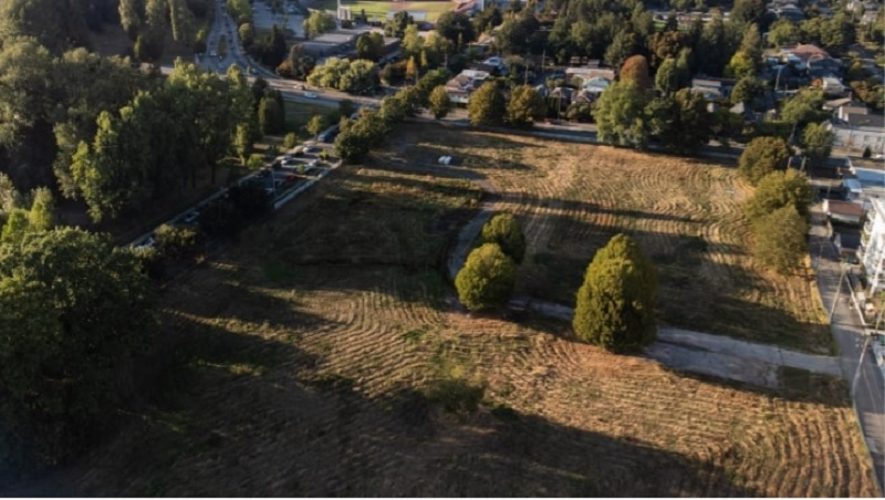 دولت پیشین بریتیش کلمبیا شش هکتار زمین در مجاورت پارک الیزابت را با 211 میلیون دلار وام بدون بهره و دریافت یک چهارم مبلغ قرارداد به شرکت انبوه ساز واگذار کرد
