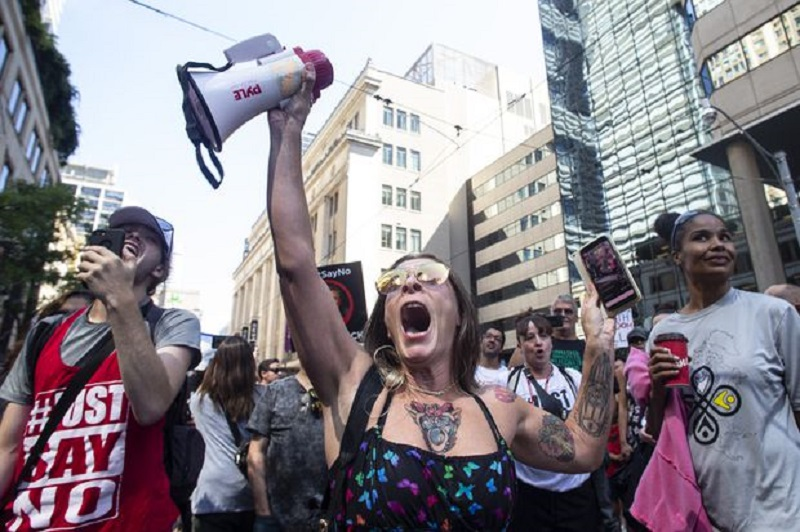 ازدحام معترضین ضد واکسن در برخی شهرهای کانادا در سرویس های ضروری ایجاد اخلال کرد