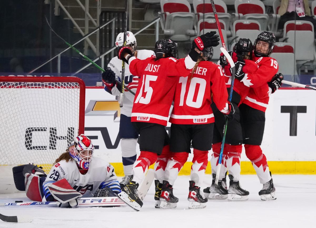 تیم هاکی روی یخ زنان کانادا با غلبه بر آمریکا قهرمان جهان شد