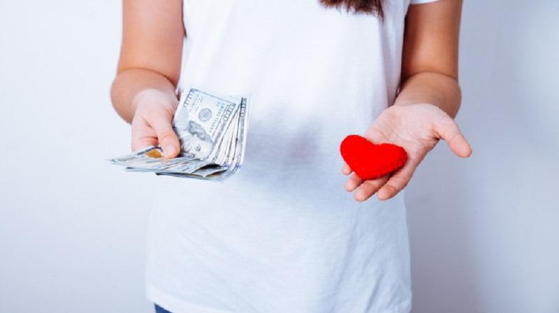 تحقیقات نشان می دهد افراد مجرد نسبت به افراد دارای پارتنر درآمد کمتری دارند